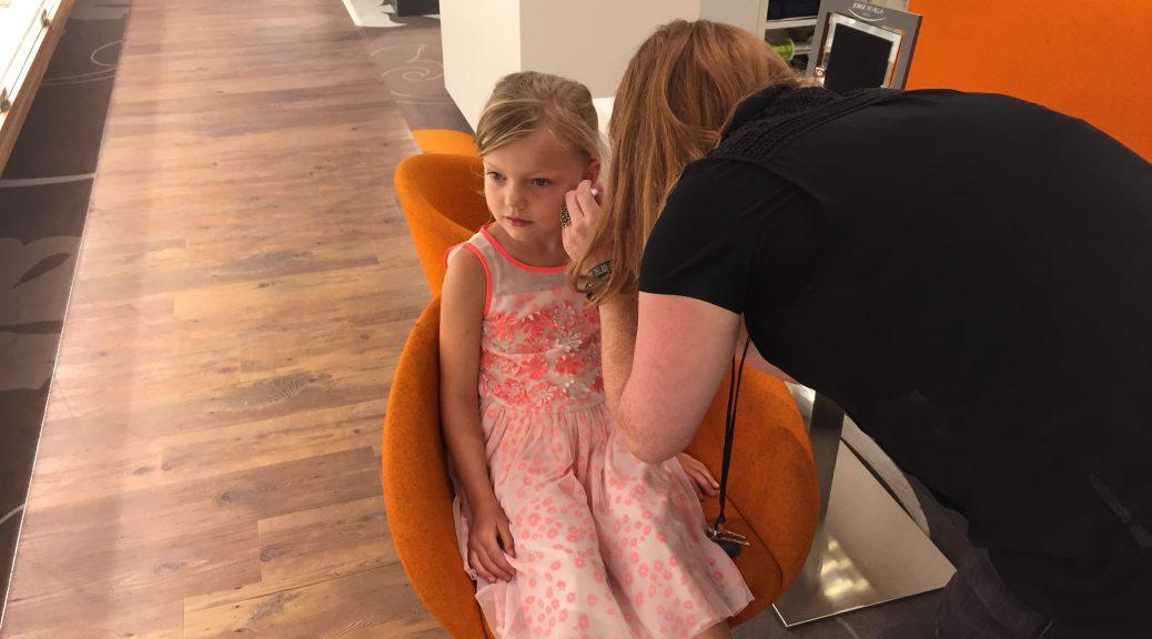 gaatjes schieten bij je kind eerste oorbellen zes jaar