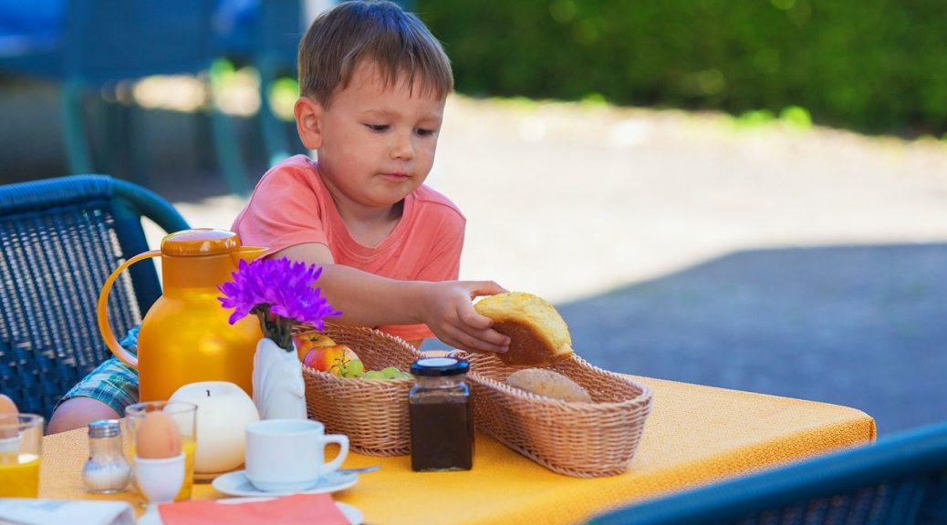 uit eten met kinderen gezin familie baby peuter kleuter dreumes restaurant tips