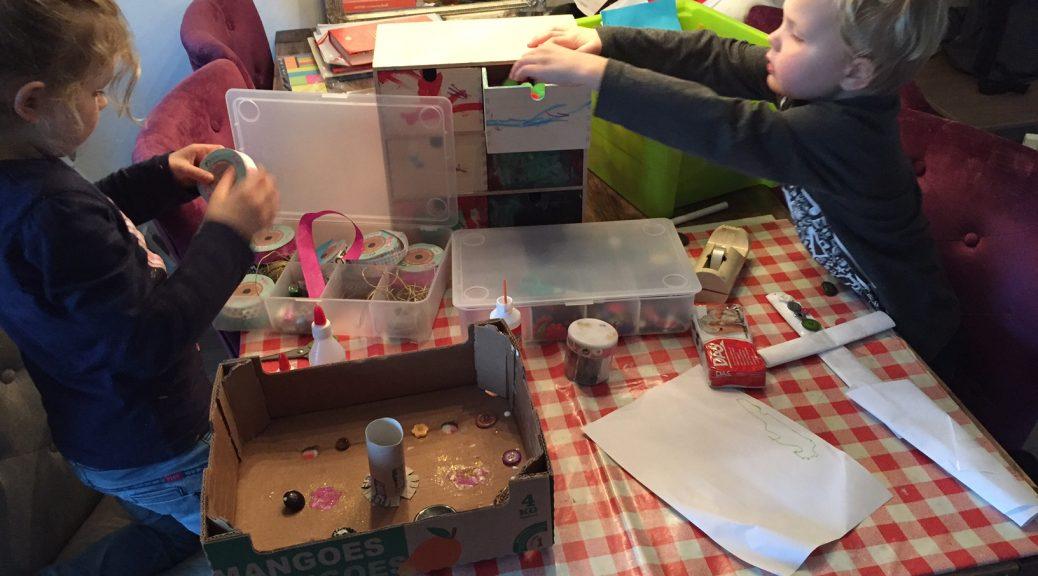 eettafel kinderen samen eten aan tafel centrale plek gezin ouders tradities gewoontes