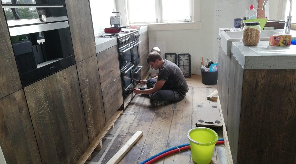 verbouwing keuken aanbouw praktijk inzicht praktijk aan huis keuken praktijkruimte vloeren vloerverwarming muren helpen klussen